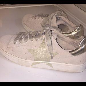 Steve Madden Platform Sneaker Tan w/Gold Stars Sz7